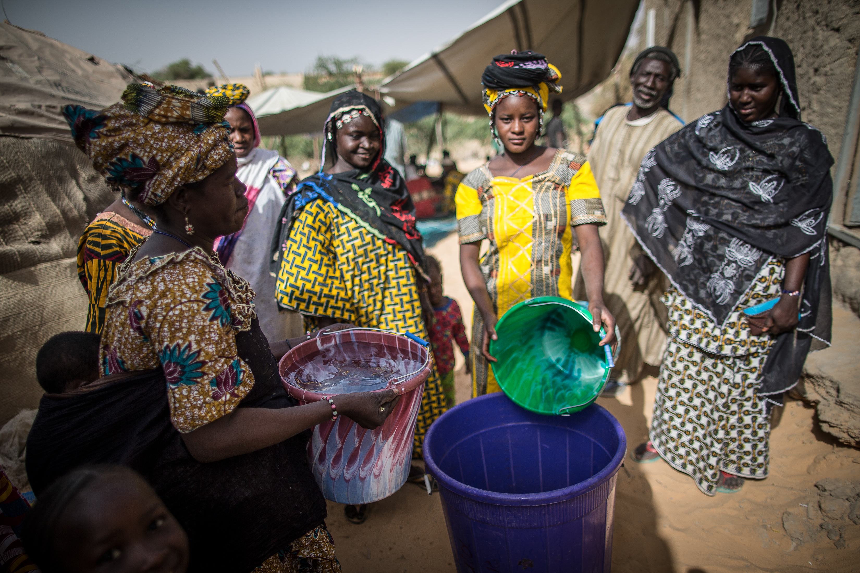 The United Nations Multidimensional Integrated Stabilization Mission in Mali (MINUSMA) completed a community project bringing water to the small villages of Kabara and Tarabangou, near to the city of Timbuktu in northern Mali. The villages had always experience recurrent problems of access to drinking water for the villagers as well as their animals. UN Photo/Harandane Dicko